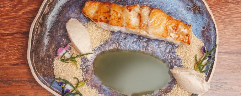 Peixe fresco, caldo verde e ostra nativa: prato conta a história de Florianópolis