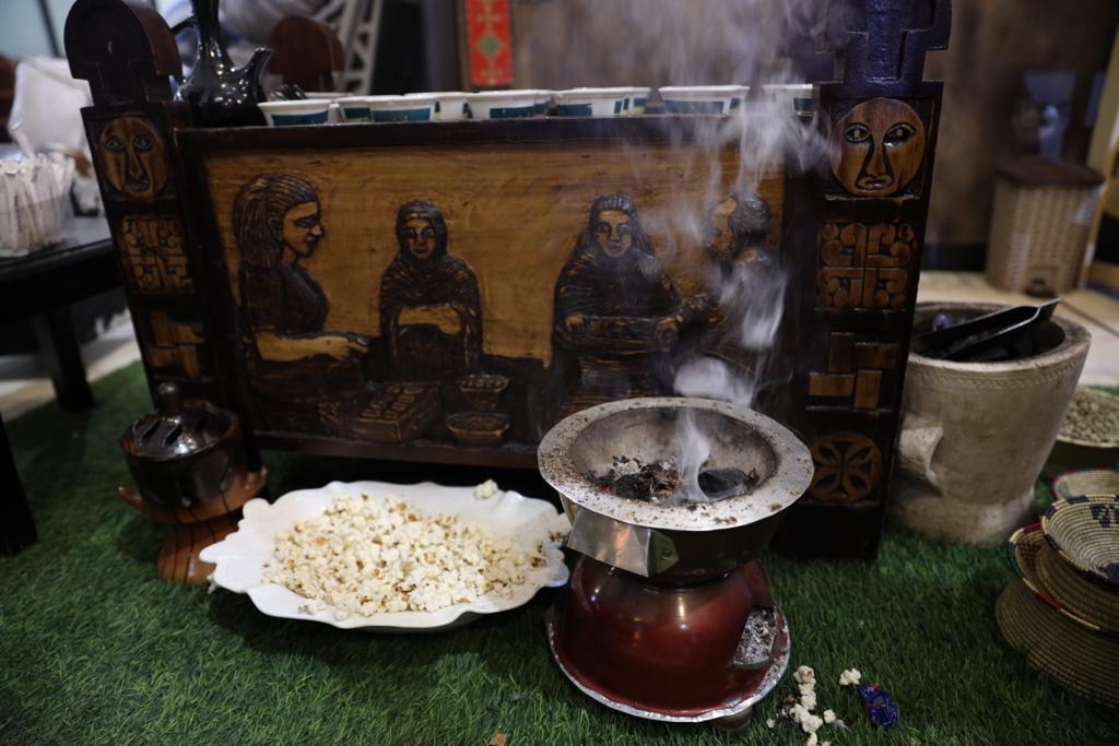 Tradição diz que café deve ser servido acompanhado de alguma guloseima, como pipoca. Foto: Anderson Hartmann / Gazeta do Povo