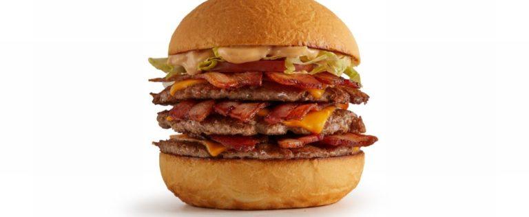 Cheesebacon tamanho G, com três hambúrgueres de 70g cada. Foto: Divulgação / Jeronimo
