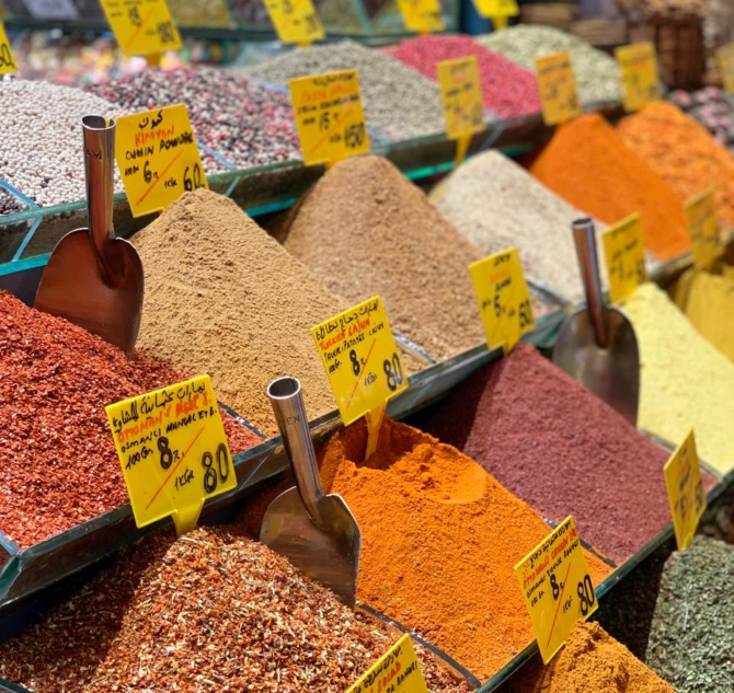 Mercado de especiarias em Istambul. Foto: Guile Kaesemodel.