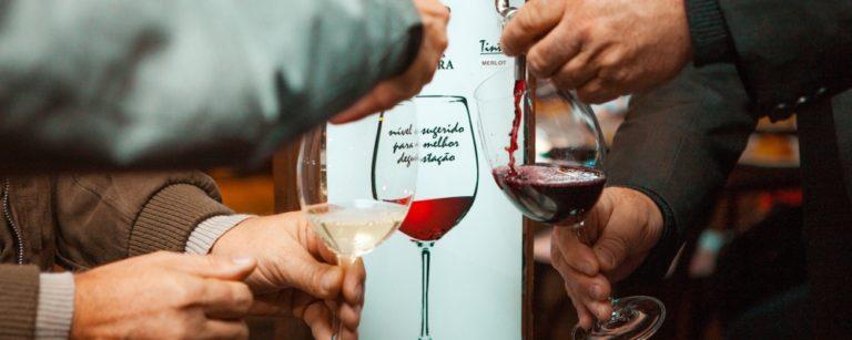 Novo bar na Serra Gaúcha serve vinho encanado à vontade