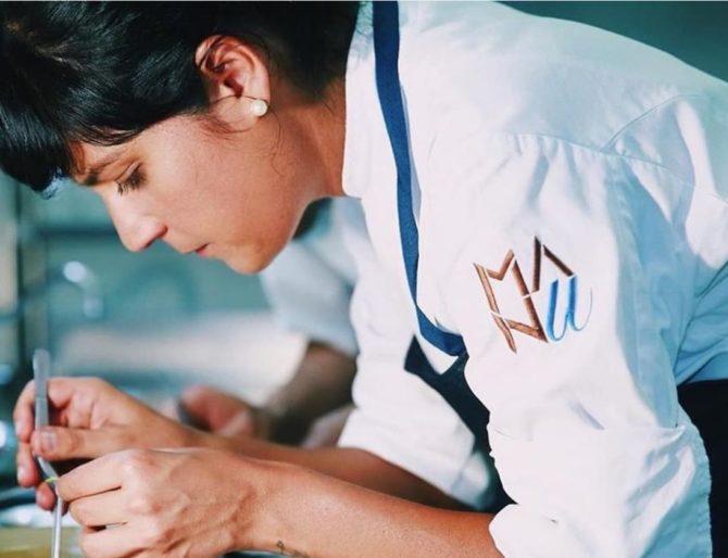Em menos de 24 meses, Manu Buffara foi convidada a cozinhar com os melhores chefs do mundo em dezenas de viagens. Foto: Reprodução / Instagram