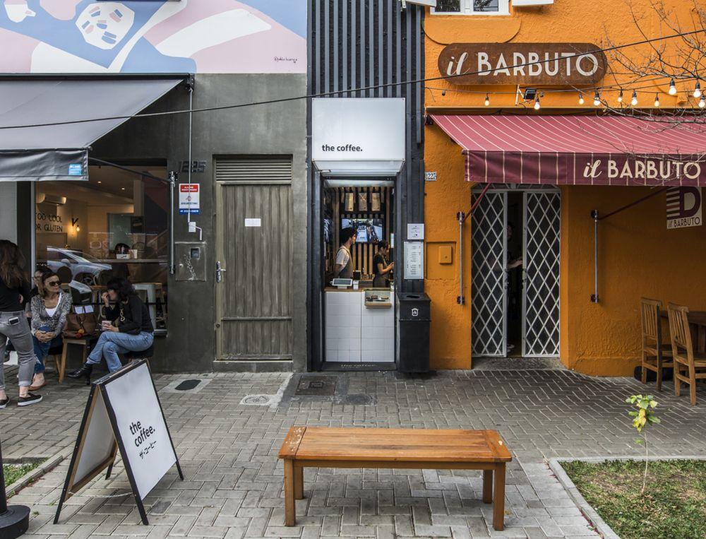 A The Coffee ocupa pequenos espaços de apenas 3 a 5 m², sem mesas, cadeiras ou garçons. Foto: Letícia Akemi/Gazeta do Povo.