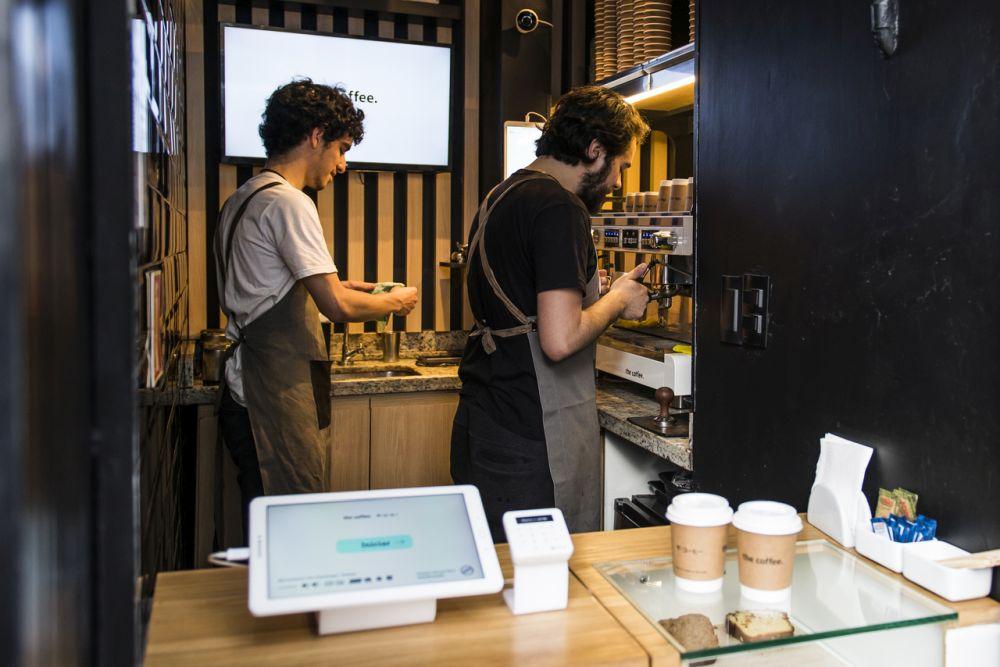 O empresário reconhece que algumas das lojas enfrentam a concorrência da Starbucks, mas ele acredita que isso até ajuda no movimento. Foto: Letícia Akemi/Gazeta do Povo.