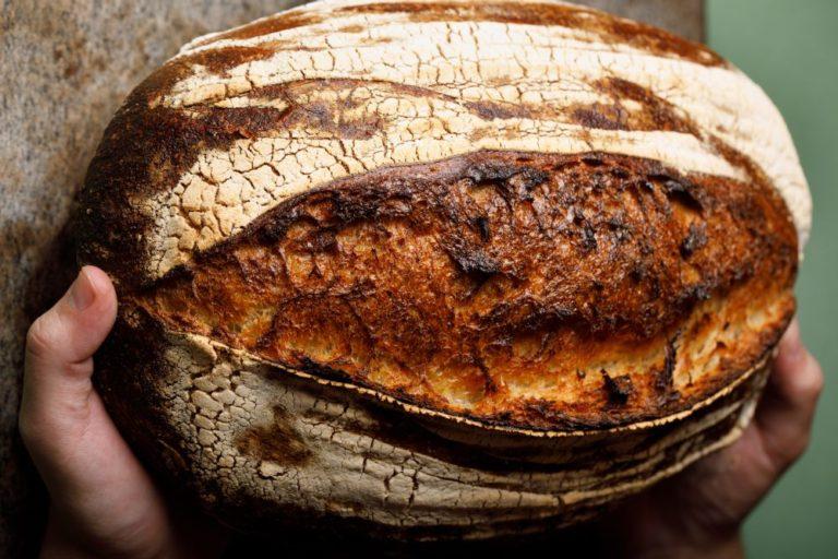 Pelo chef Cesar Costa, o trigo orgânico do Paraná ganhou as cozinhas de chefs e padeiros afora. Na foto, pão de fermentação natural de seu restaurante, o Corrutela, em São Paulo. Foto: Divulgação