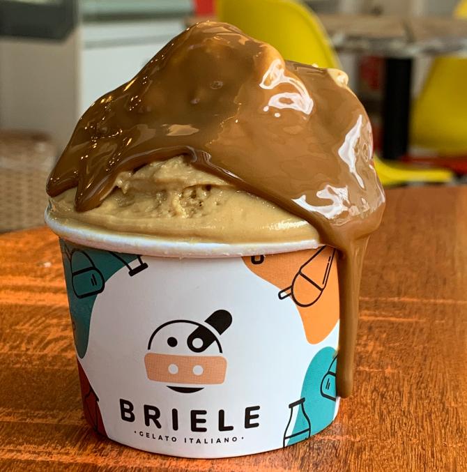Sorvete de caramelo salgado, da Briele Gelato e Café. Foto: Divulgação.