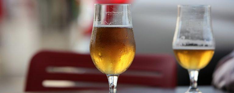 Cerveja envelhecida por um ano é eleita a melhor de Curitiba; assista à degustação