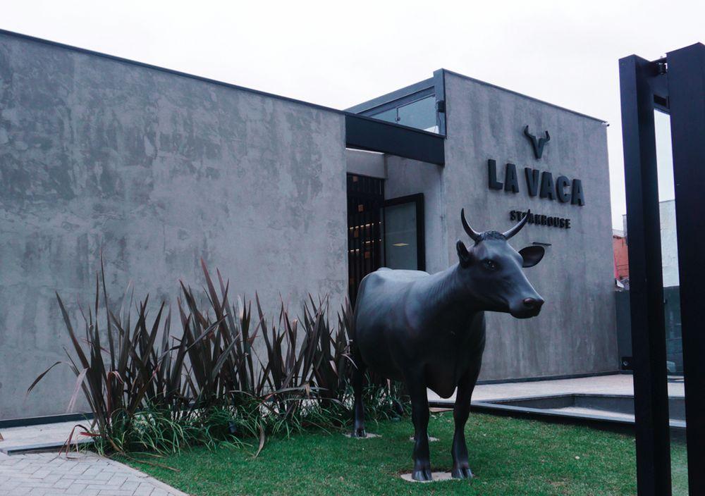 Logo na entrada há uma escultura do animal, anunciando a proposta da casa. Foto: Emerson Vieira/divulgação.