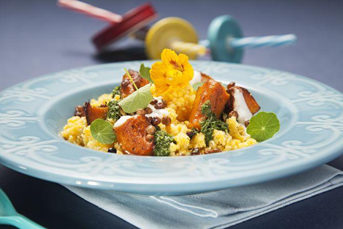 Cuscuz pernambucano, da chef Elaine Bublitz. Uma explosão de texturas, sabores e cores. Fotos: Alexandre Mazzo/Gazeta do Povo