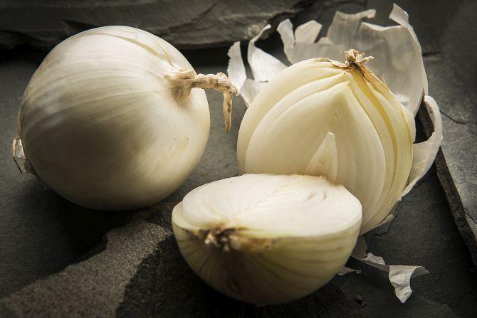 A cebola branca tem sabor mais suave e maior crocância. Foto: Letícia Akemi/Gazeta do Povo