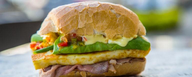 Sanduíche Carne Louca, por Lagarto Rosbife. Foto: Alexandre Mazzo/Gazeta do Povo
