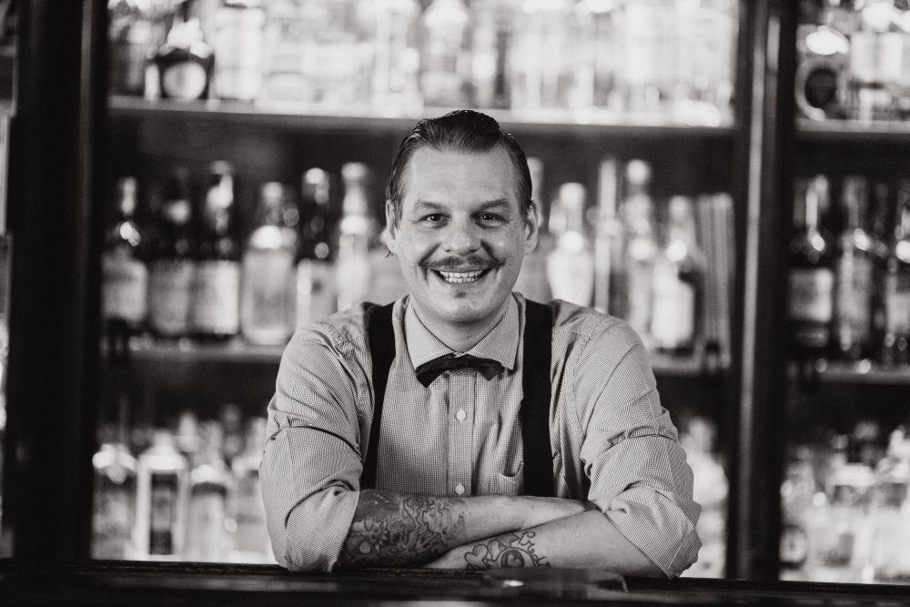 Spencer Amareno, bartender do Frank Bar, que funciona dentro do Hotel Maksoud Plaza. Foto: Divulgação