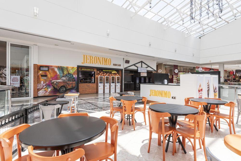 A mudança da estratégia de mercado do grupo também contempla a criação de um quiosque de sobremesa do Jerônimo e a expansão da rede A Sanduicheria do Junior Durski. Foto: Fernando Zequinão/Gazeta do Povo.