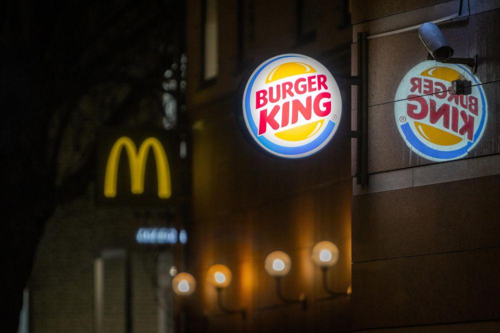 As franquias de fast food são as que mais ganharam novas unidades, principalmente das concorrentes McDonald's e Burger King. Ambas estão entre as 5 maiores operadoras do país. Foto: Unsplash.
