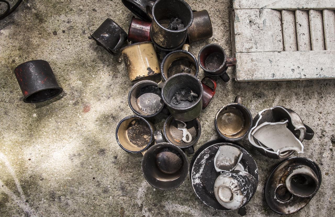 Canecas de ágata queimadas no incêndio do restaurante Dedo de Moça. Foto: Letícia Akemi/Bom Gourmet
