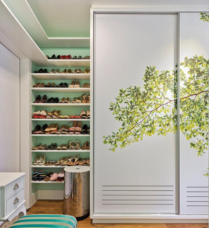 Closet exclusivo para a coleção de sapatos, projetado por Pauline Moraes e Bárbara Penha. Foto: Divulgação