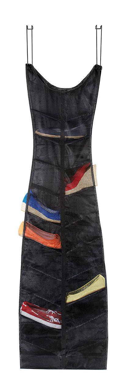 Black Dress, com dois ganchos de metal para pendurar na porta, acomoda 20 pares. Na OZ!, R$ 165,90