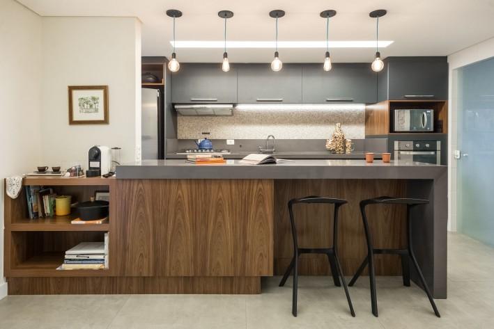 Projeto de cozinha integrada assinada pela arquiteta Letícia Kunow.  Foto: Divulgação.