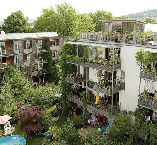 Casas construídas com conceito sustentável garante economia de energia em Freiburg, na Alemanha.