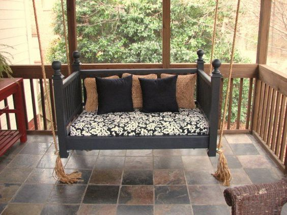 4 - Outra opção de balanço. Dá até para aproveitar o colchão, basta revesti-lo com um tecido bonito.