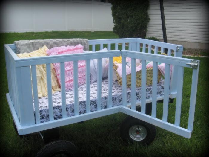 15 - Essa é uma ideia bem lúdica. Um carrinho para piquenique. Basta tirar os pés e  adaptar duas rodinhas no berço.