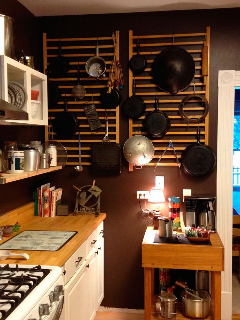 19 -As laterais rendem ainda um belo organizador de panelas na cozinha.