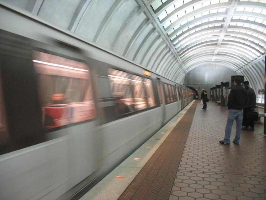 A cidade não precisa de metrô, mas de melhorias no atual sistema BRT. Foto: Creaig Toocheck / Freeimages.