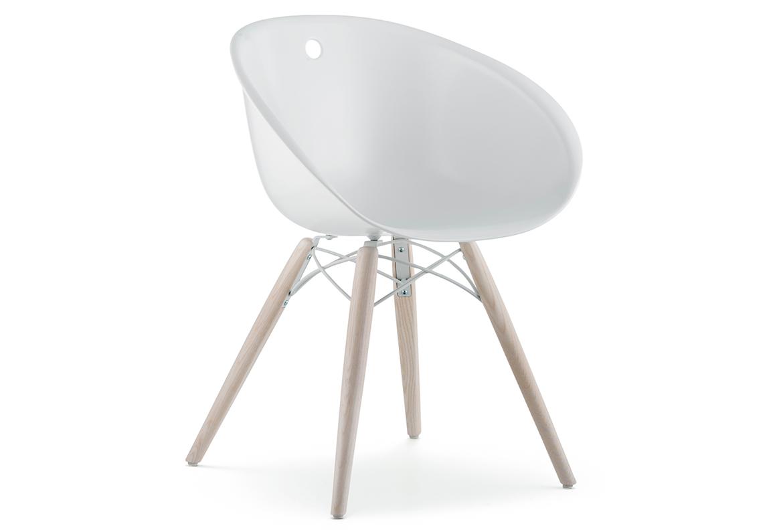 Em cores variadas, a cadeira Gliss, produzida em policarbonato, pode ser encontrada na Inove por R$ 1.380.