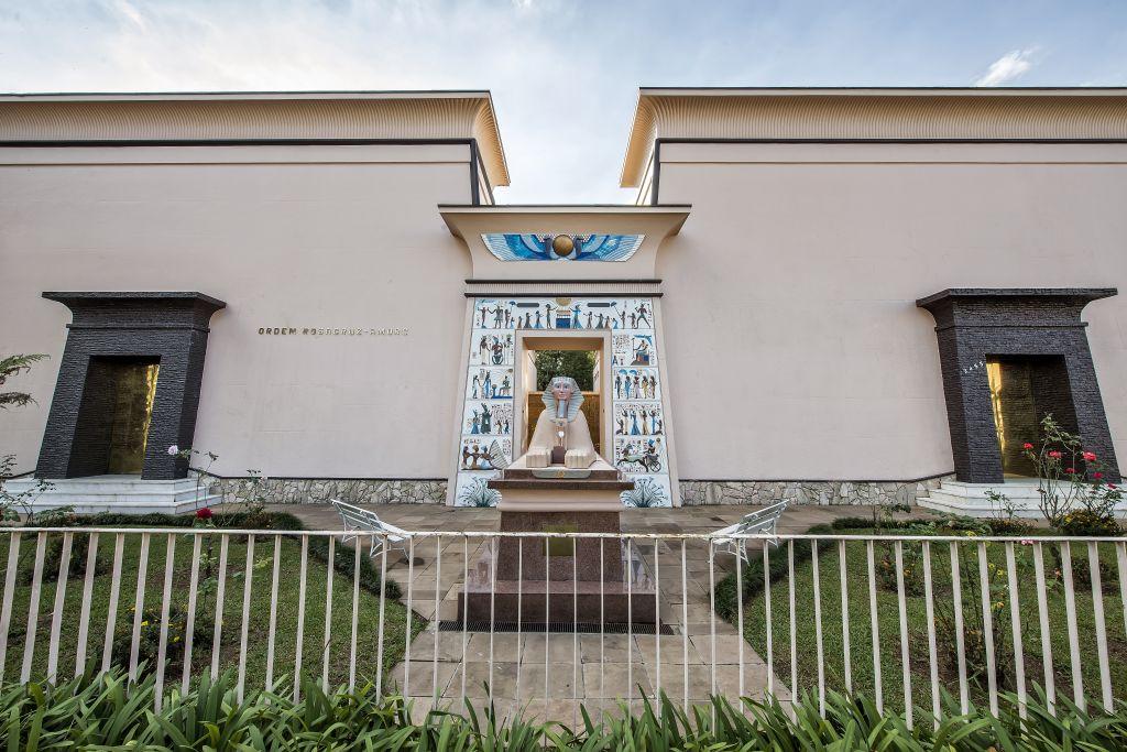 Arquitetura e mistérios na sede da Rosacruz em Curitiba