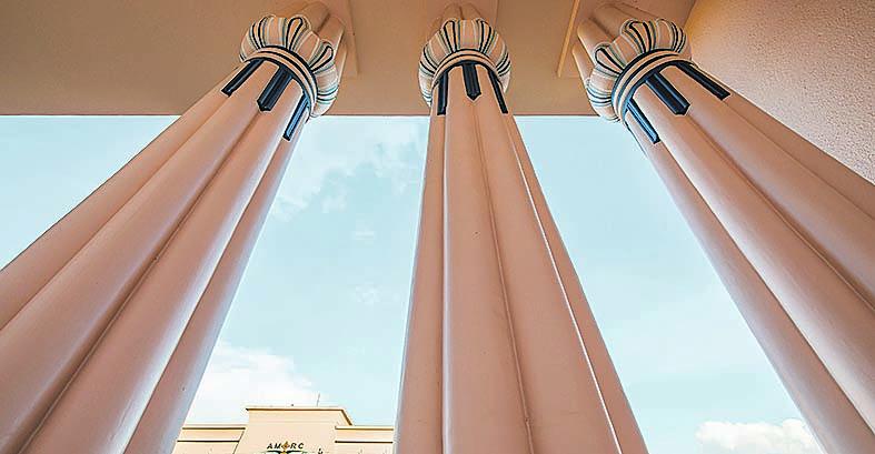 Colunas em forma de papiro, elemento clássico dos egípcios. Foto: Letícia Akemi