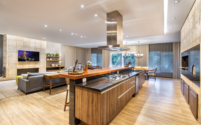 Espaço gourmet é integrado com área de jantar e estar para garantir o convívio familiar. Foto: Gerson Lima / Divulgação