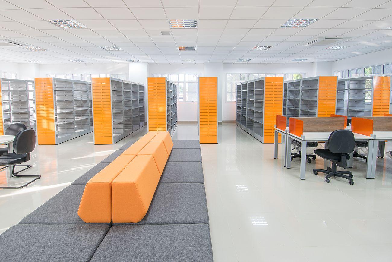 Biblioteca do Sena Portão: salas têm sistema eficiente de ventilação para economizar energia com ar condicionado.  Foto: RAC Engenharia / Divulgação