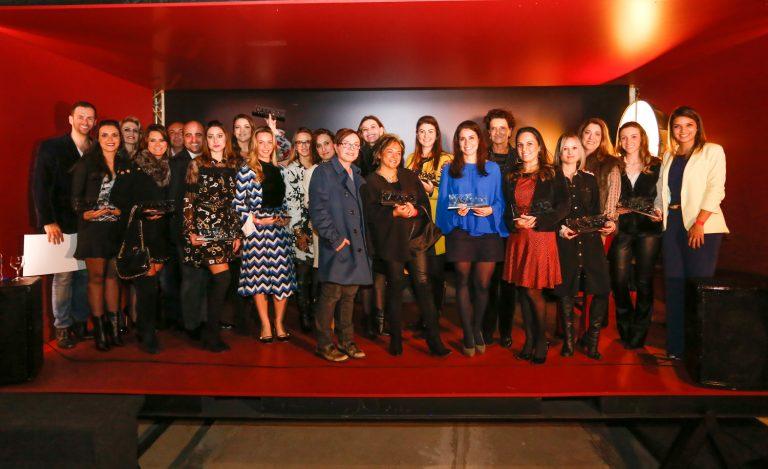 Grupo de profissionais premiados pela Casa Cor Paraná nesta quarta-feira (13).  Foto: Valterci Santos / Divulgação.