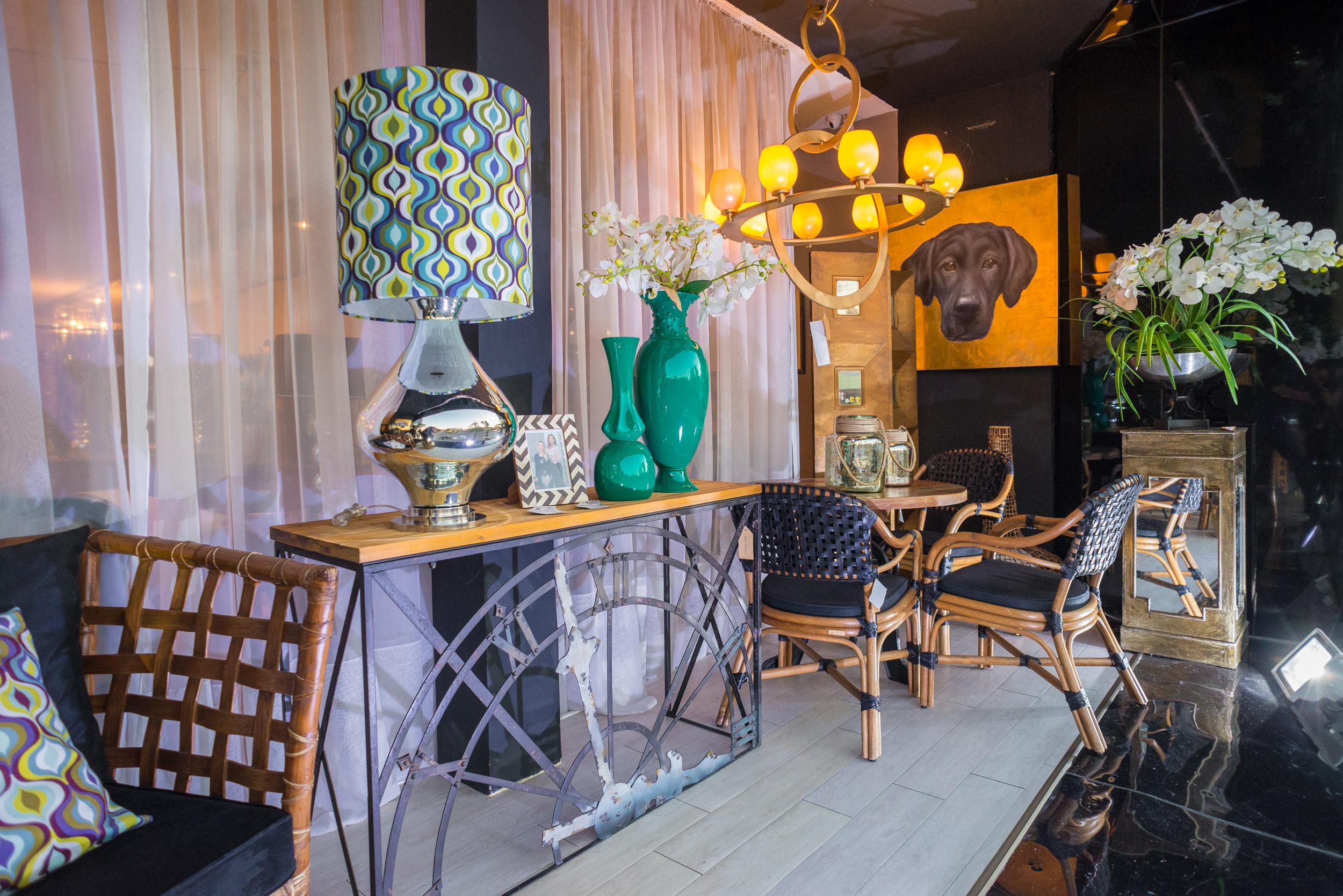 Varanda decorada pelas designers de interiores Renata Fraidg Chiumento e Nadya Regina Badotti integra a primeira Mostra Empório Studio Casa.  Fotos: Lucas Ferreira / Divulgação.