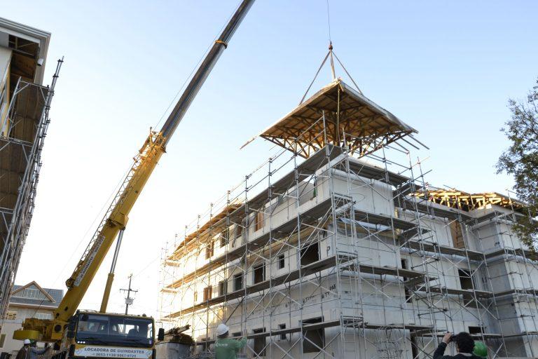Finalização da montagem do prédio em wood frame da Tecverde em Araucária.  Foto: Franklin Chao / Divulgação