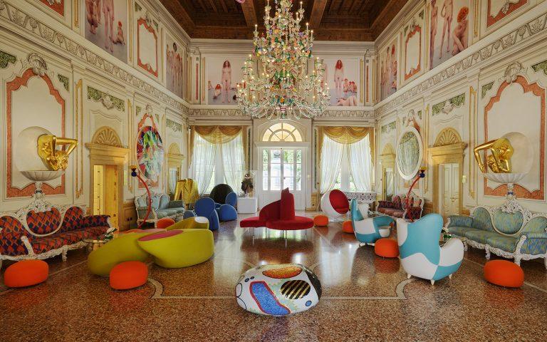 Linguagem neoclássica se contrapõe à decoração contemporânea, multicolorida e kitsch, fazendo da hospedagem no hotel uma experiência única. Fotos: Byblos Art/Divulgação