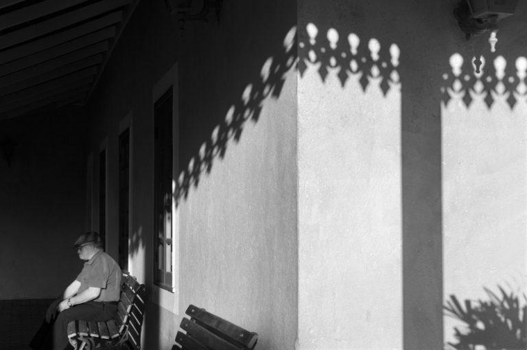 Sombras dos lambrequins abraçam casa de Santa Felicidade. Fotos: Joel Rocha/Divulgação