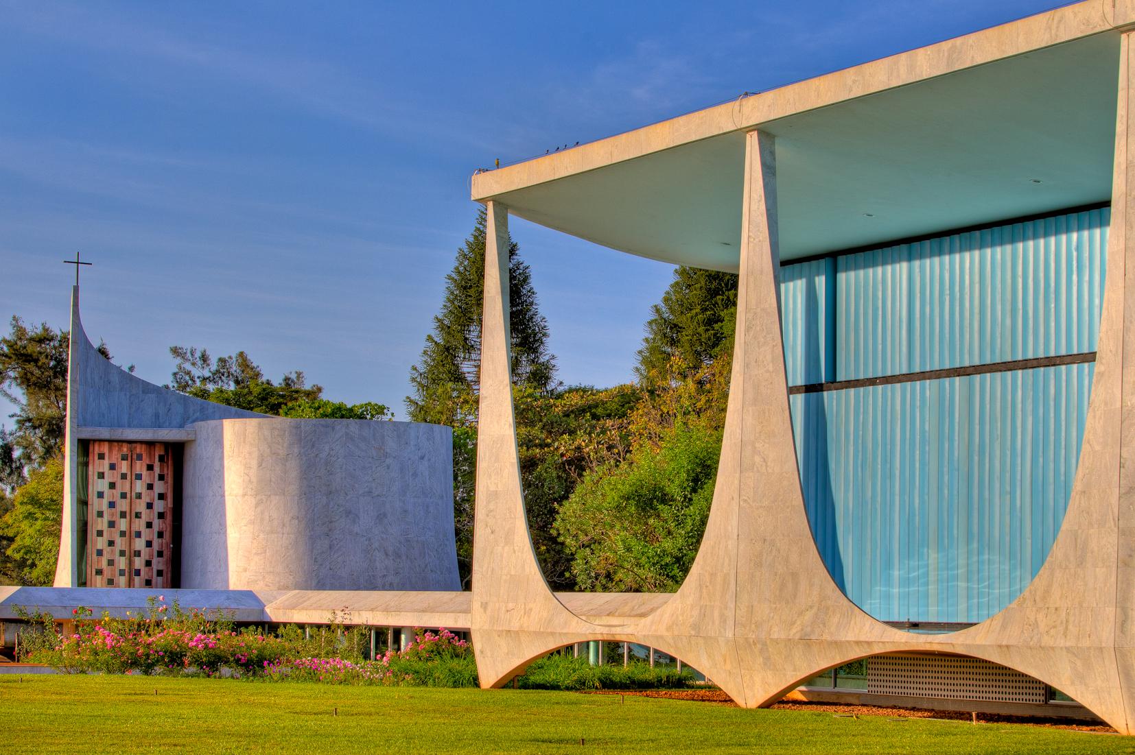 Fachada do Palácio da Alvorada, onde foram encontradas diversas obras de arte e móveis de época danificados. Foto: Ichiro Guerra/Divulgação
