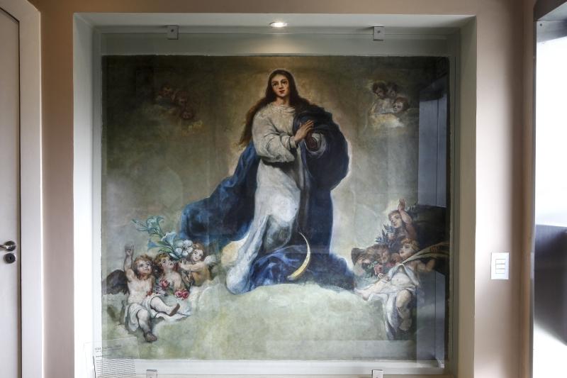 Reprodução da pintura espanhola da Imaculada Conceição de 1665, agora no hall de entrada do prédio. Foto: André Rodrigues/Gazeta do Povo