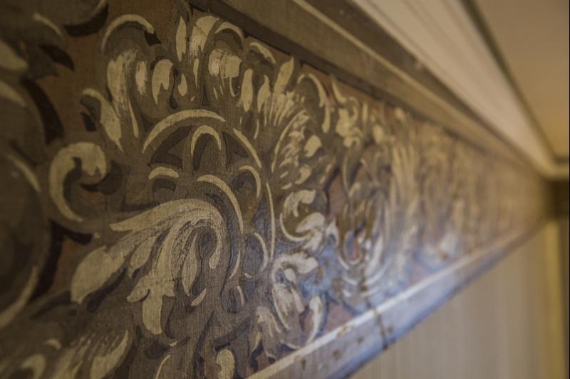 Detalhe das faixas decorativas, que adornam diversos cômodos. Foto: Brunno Covello/Gazeta do Povo