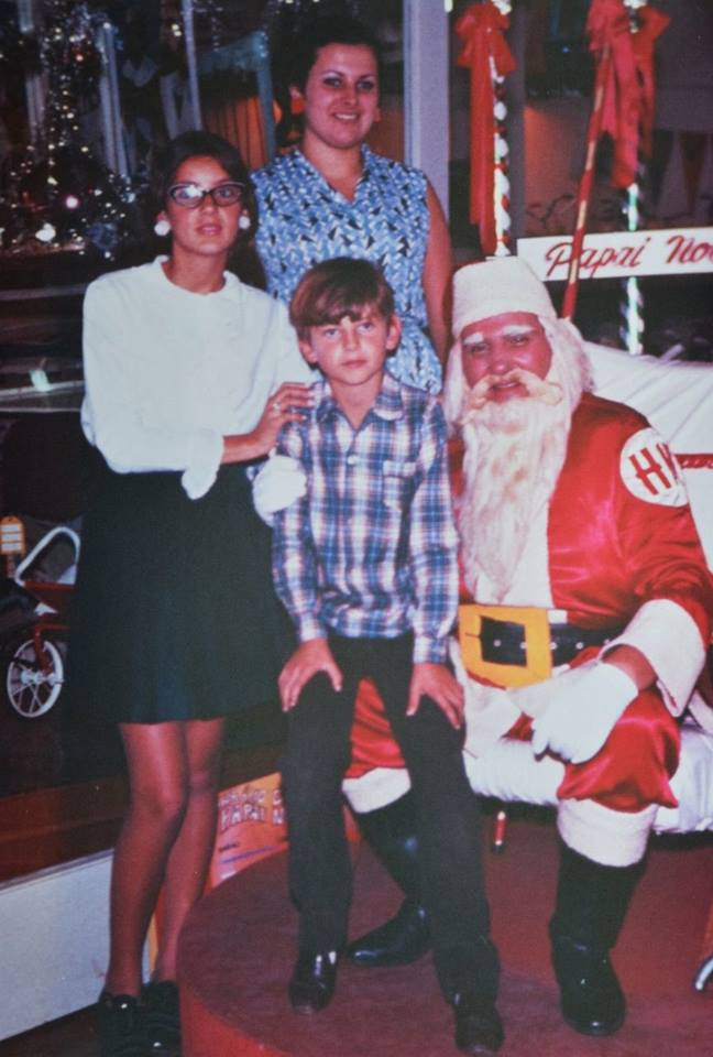 No Natal da  HM de 1967, José Amaral, com 8 anos,   e as irmãs Bernadete (13) e Elizabeth (18). Foto: Arquivo/ José Amaral