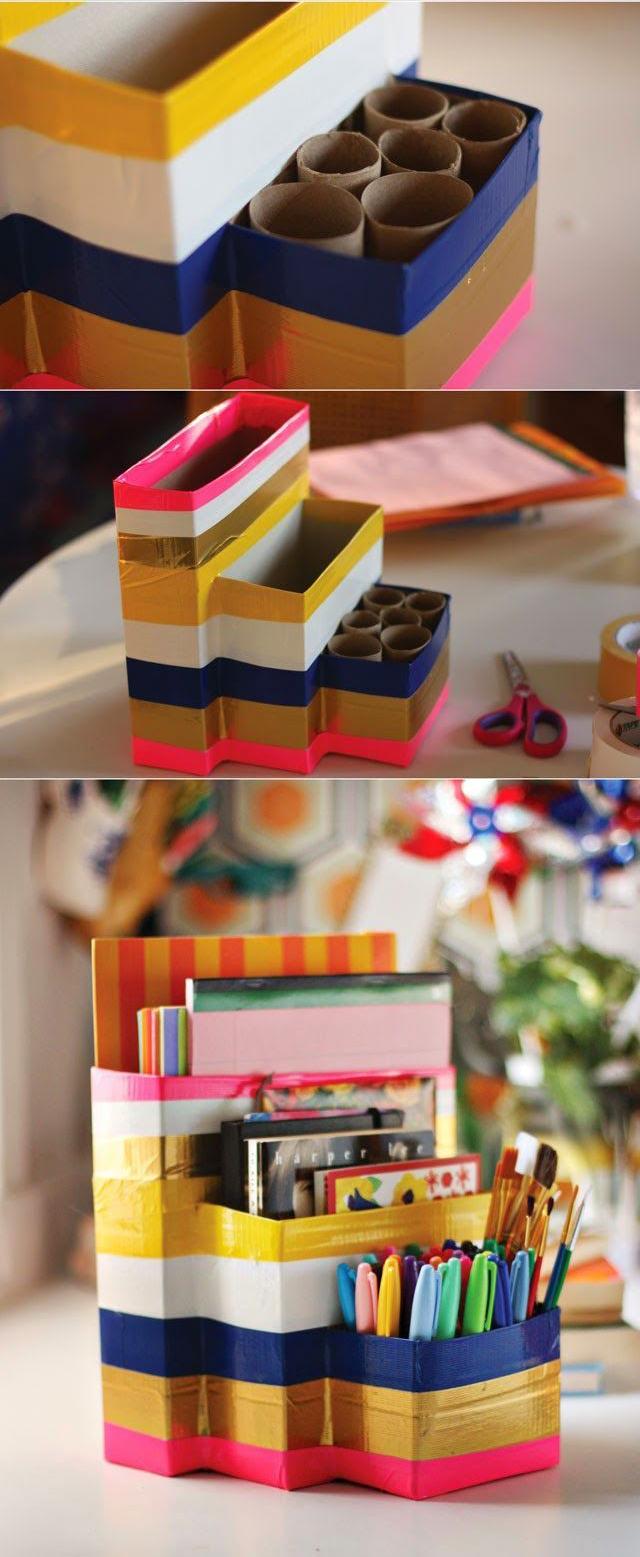 Embalagens diferentes de papel foram encapadas com fita adesiva colorida. A peça pode guardar material escolar. / Crédito: Pinterest.