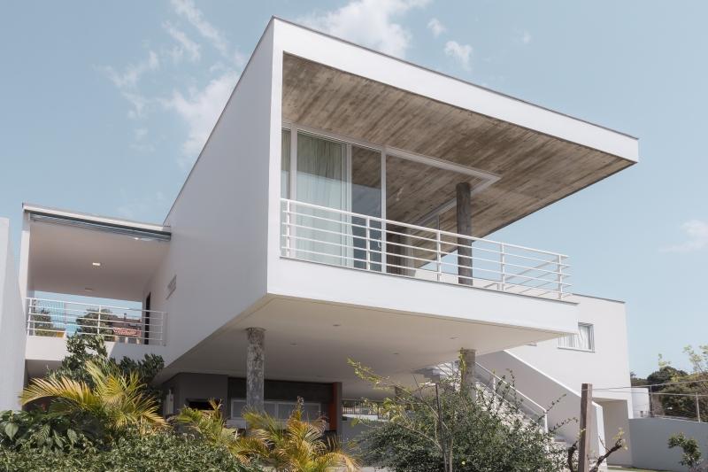 Casa flutuante prioriza a contemplação da natureza e atividades sociais