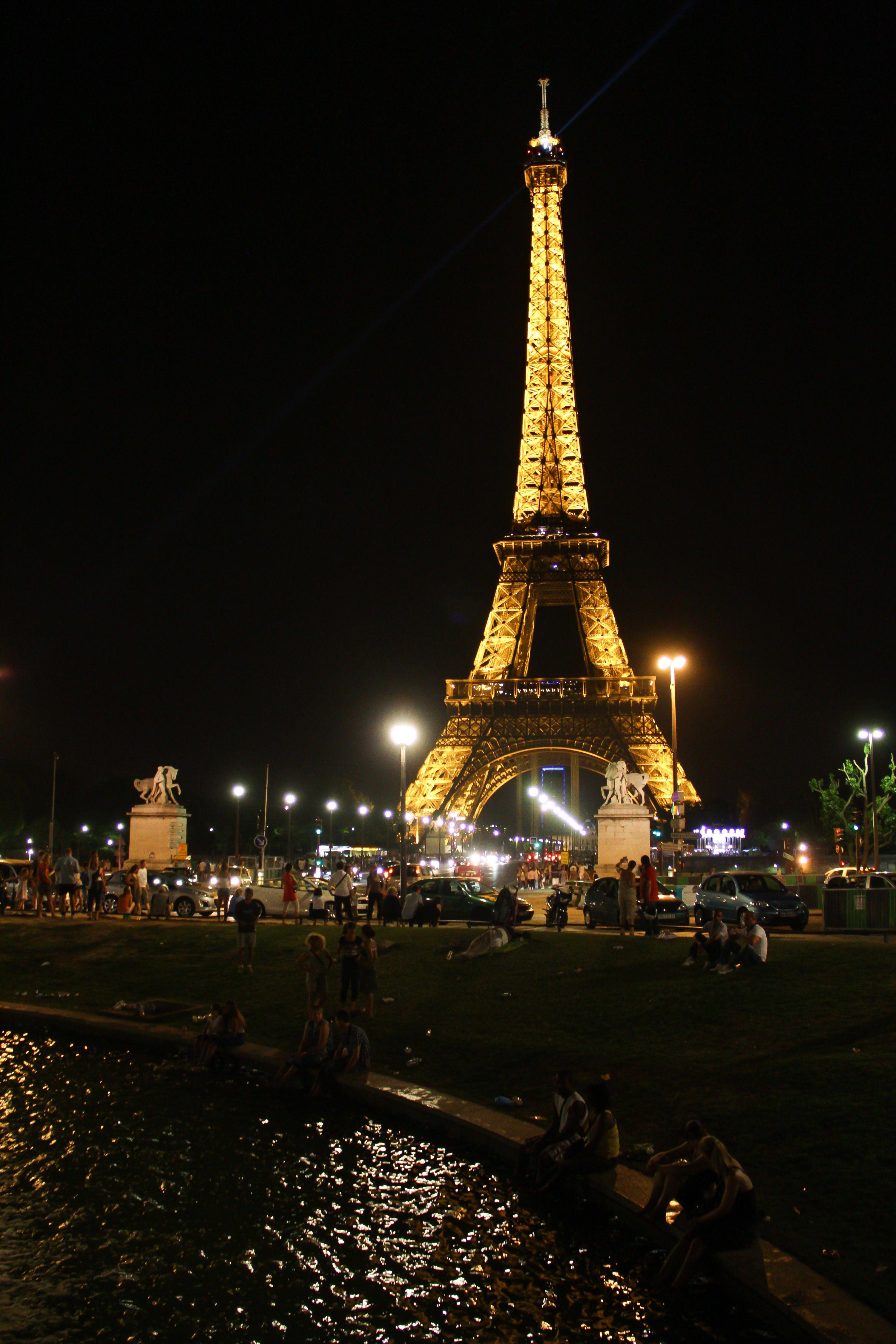 A construção finalizada em 1889 tem 324 metros de altura, sendo o edifício mais alto de Paris (Foto: Daniel Castellano/Gazeta do Povo)