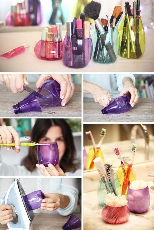Pequenas garrafas PET se transformam em potes para organização. / Crédito: Pinterest.