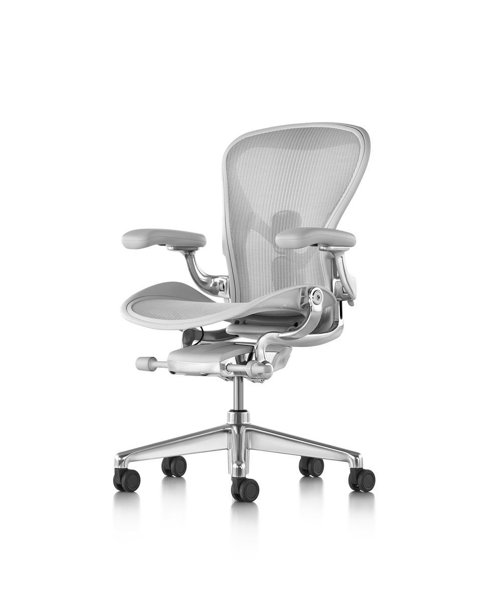 Fotos do produto Cadeira Aeron Mineral da arquiteta Fernanda Distéfano para o Rota HAUS. Local: Loja Herman Miller Curitiba. Av. Batel 1750, loja 19, Galeria Design Center - Batel.