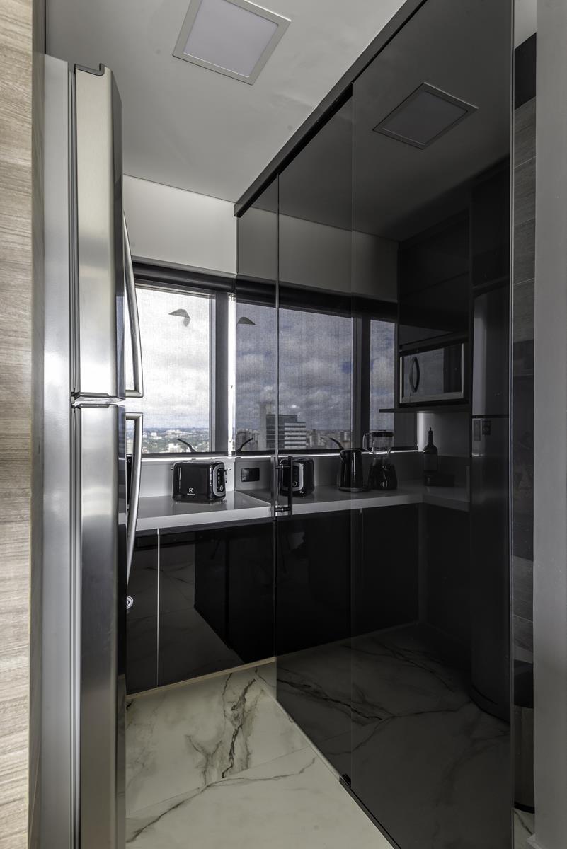 Fotos do produto Divisória de Vidro da arquiteta Cristiane Costa Maciel e Sony Luczyszyn para o Rota HAUS. Local: Golden Vidros. Rua Rosa da Larme 153, Campo Comprido.
