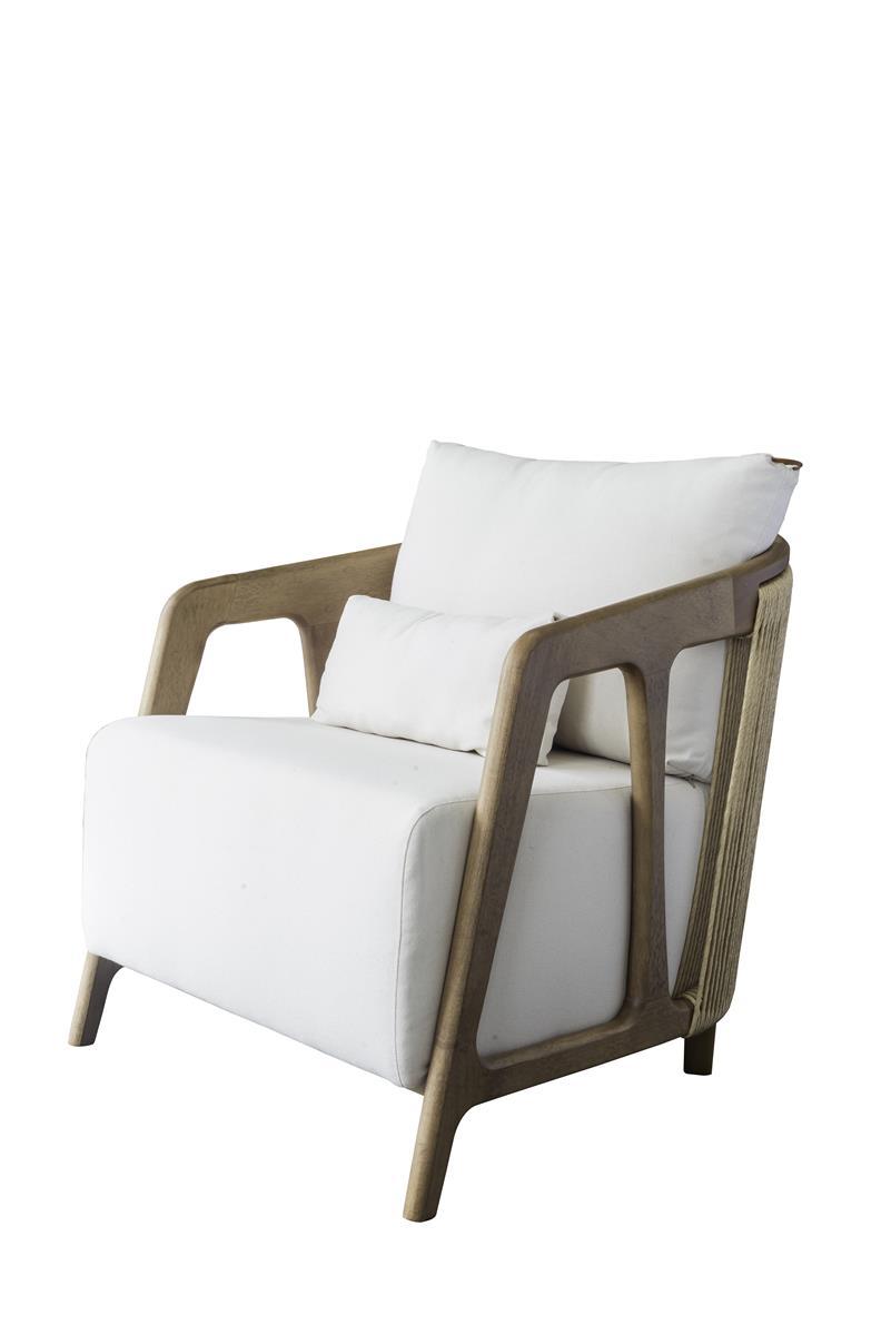 Fotos do produto Poltrona Serena da arquiteta Cristiane Costa Maciel e Sony Luczyszyn para o Rota HAUS. Local: Black Home Design. Av. Manoel Ribas, 4824, loja 1 - Santa Felicidade.