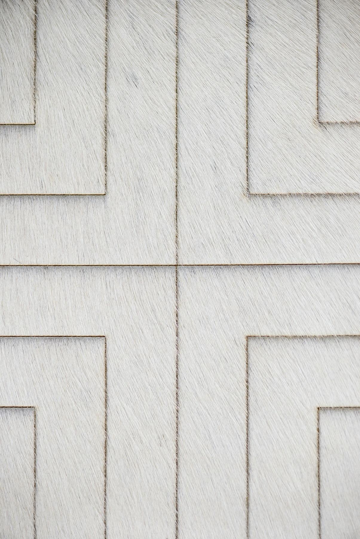Fotos do produto Tapete Couro Salvatore Cali da arquiteta Renata McCartney para o Rota HAUS. Local: Persépolis. Al Julia da Costa 1648 - Bigorrilho.