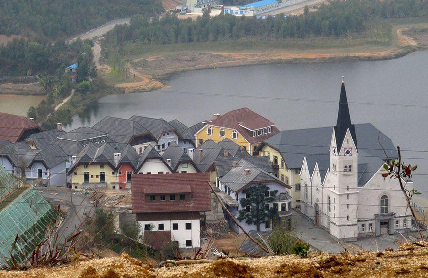 Guangdong é uma cidade chinesa construída à imagem e semelhança de Hallstatt, na Áustria. Foto: Alex Hofford/Sinopix/Rex